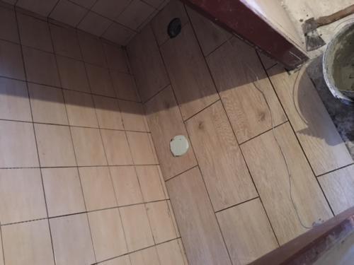 Záchod - obklad,dlažba